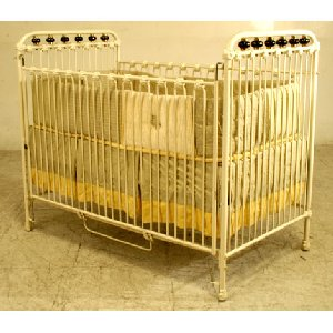 Crib with Porcelain Balls Iron Crib